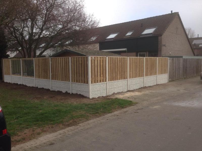 Beton hout schutting rotsmotief rots wit tuin betonpalen