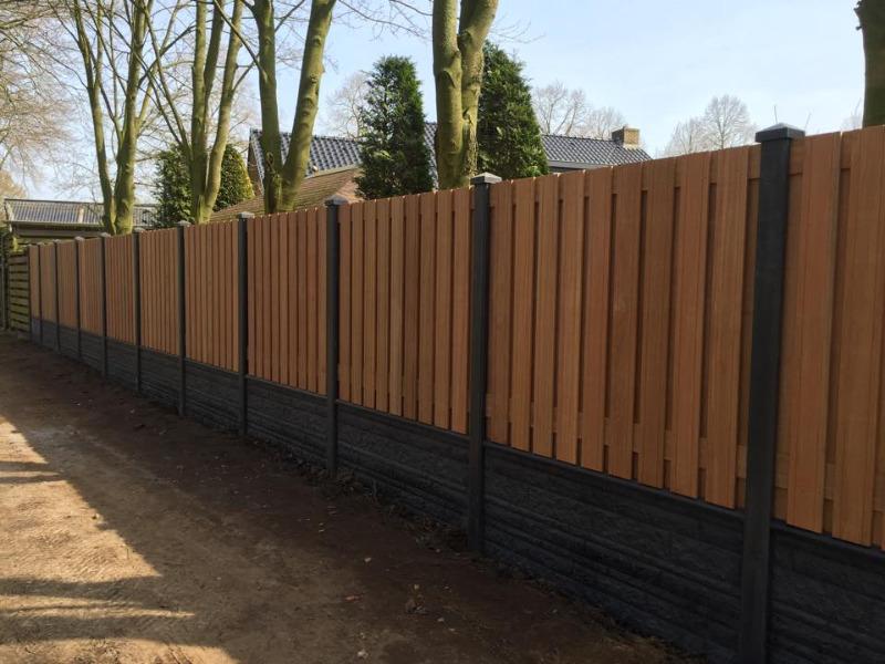 Luxe hout beton schutting bankirai hout met grijze betonpalen