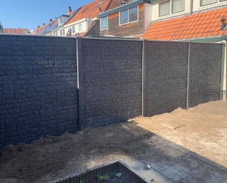 beton schutting romeins motief grijs